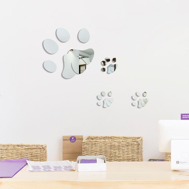 Dekorace na zeď ve tvaru psích tlapek 1