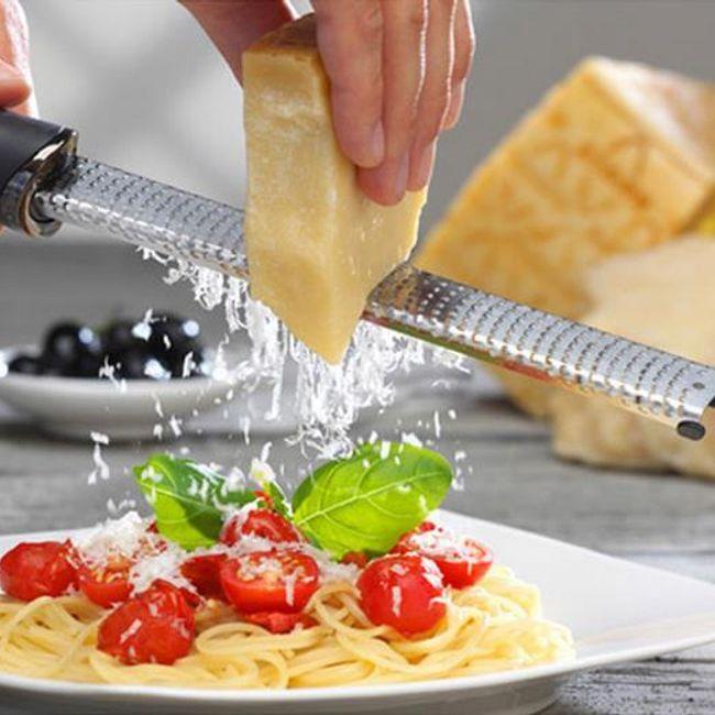 Podlouhlé kuchyňské struhadlo 1