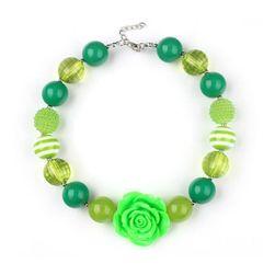 Dva kuličkové náhrdelníky v zelené barvě
