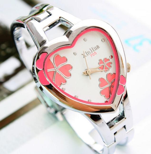 Dámské hodinky KIMIO ve tvaru srdce 1