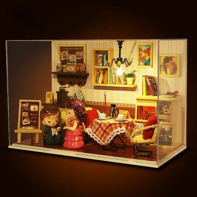 Модель деревянного кукольного домика 1