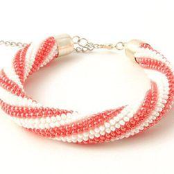Náramek háčkovaná dutinka bílá s červenými pruhy