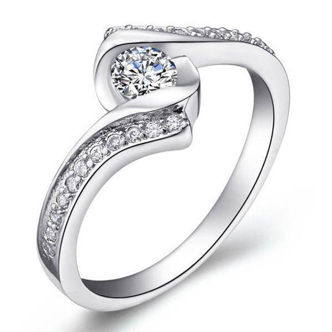 Srebrny, elegancki pierścionek  1