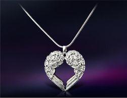 Ogrlica u obliku srca od anđeoskih krila