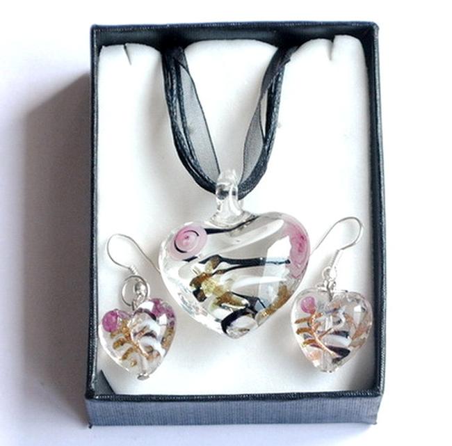 Oryginalny komplet biżuteryjny z szklanymi serduszkami 1