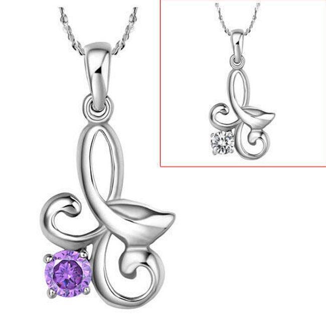 Elegantní náhrdelník s přívěskem zdobeným třpytivým kamínkem 1