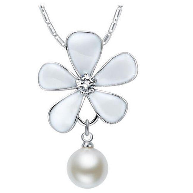 Náhrdelník s přívěskem ve tvaru květiny a perlou 1