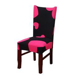 Různobarevný povlak na židli