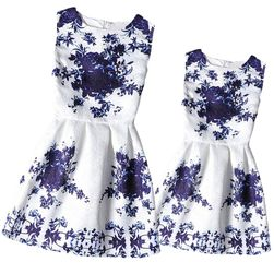 Virágos ruha - méret anyának és lányának - 2 szín