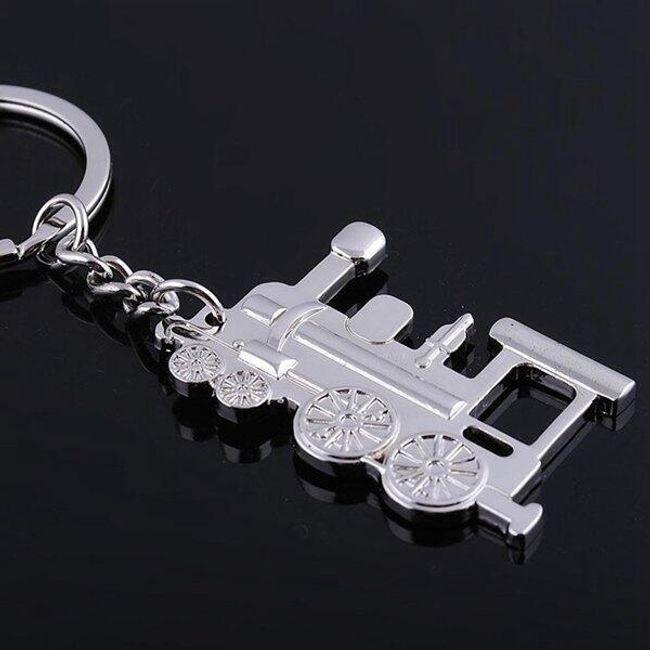 Lokomotiva - obesek v srebrni barvi 1