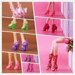 Barbie bebek için 15 çift ayakkabı