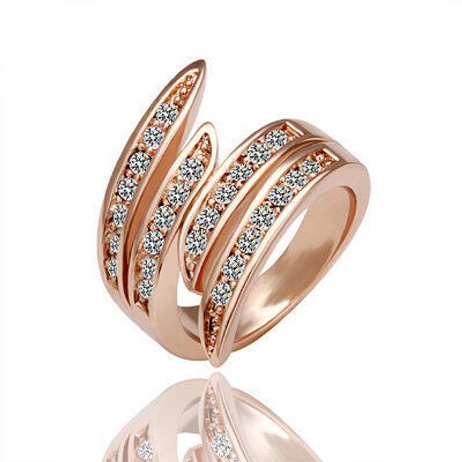 Кольцо с камнями в цвете розового золота 1