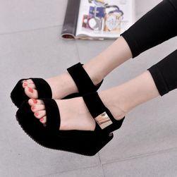 Sandale cu platformă