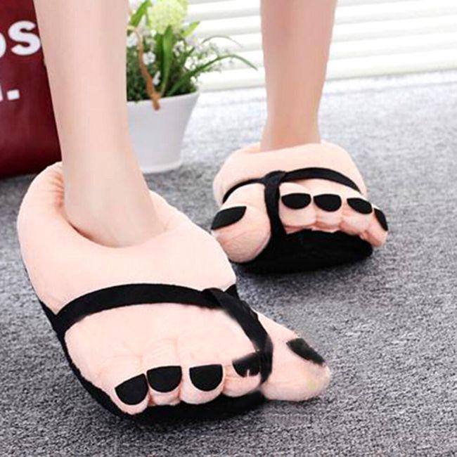 Plyšové pantofle ve tvaru velké nohy 1