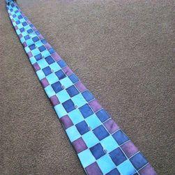Hedvábná ručně malovaná kravata Modré čtverce
