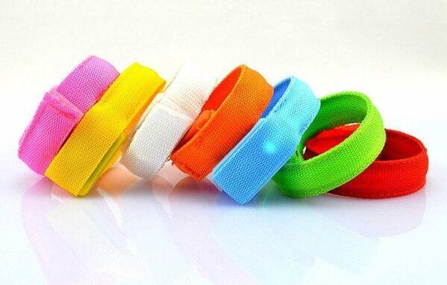Fényvisszaverő LED-es karkötő 8 színben 1