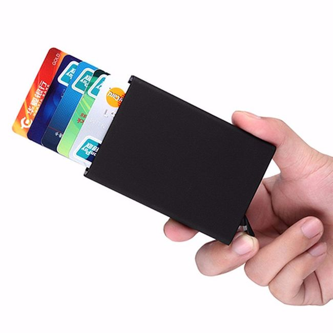 Kártyatartó automatikus kilökéssel