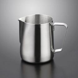 Konvička na šlehání mléka do kávy