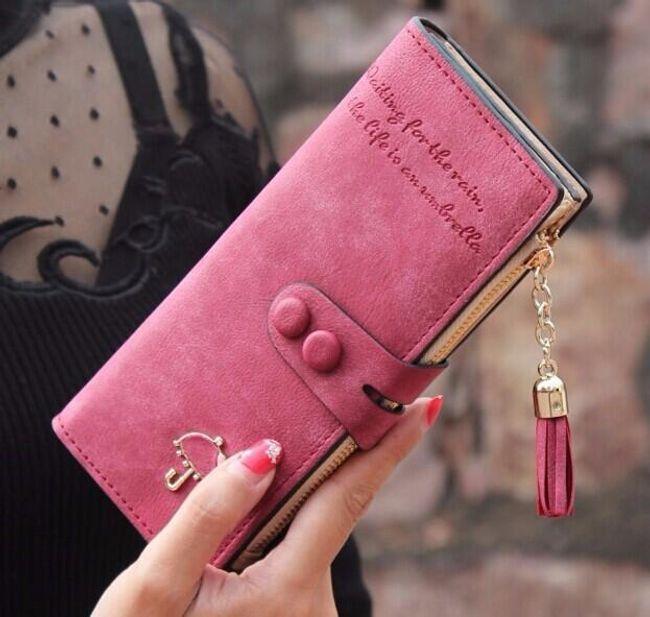 Dámská polodlouhá peněženka s přívěskem 1