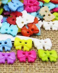 Plastikowe guziki w żywych kolorach - różne kształty