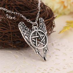 Lánc angyal szárnyakkal és pentagrammal