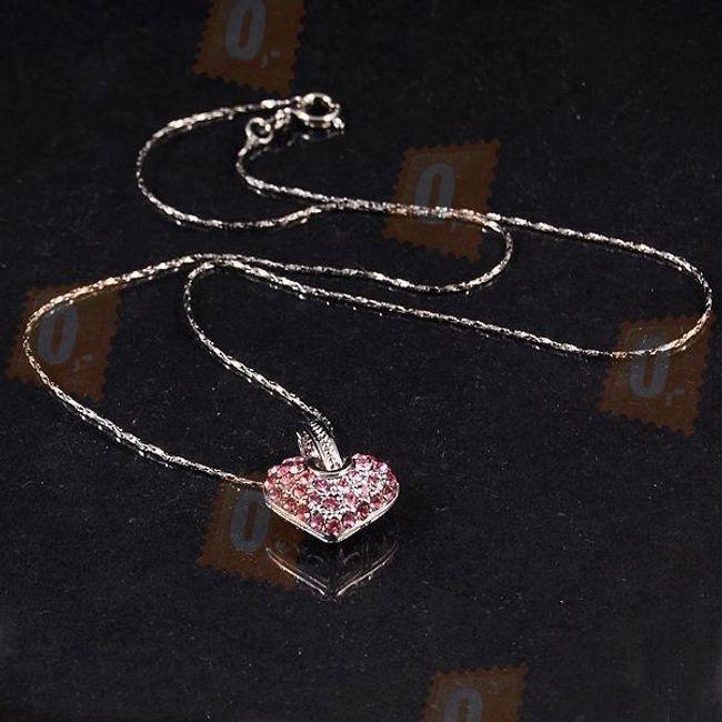 Náhrdelník se zdobeným srdcem v dárkové krabičce 1