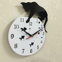 Zidni sat u smešnom dizajnu