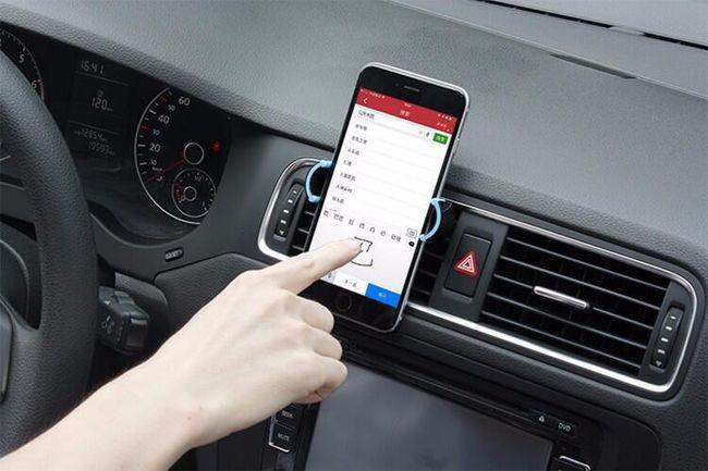Универсальное крепление в автомобиль для смартфона 1