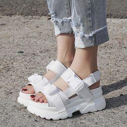 Damskie sandały na koturnie Senddy