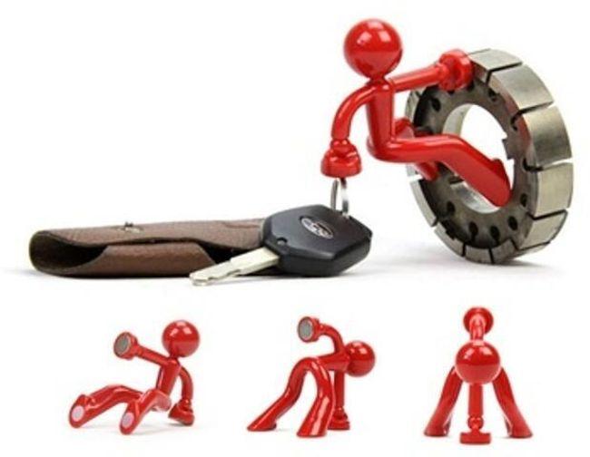 Designový magnetický držák na klíče - červený panáček 1