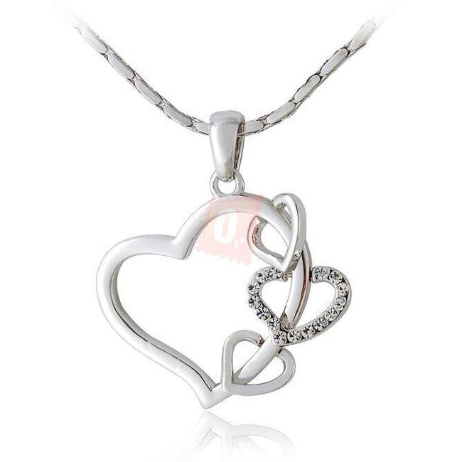 Elegantní náhrdelník se srdíčky - stříbrná barva 1