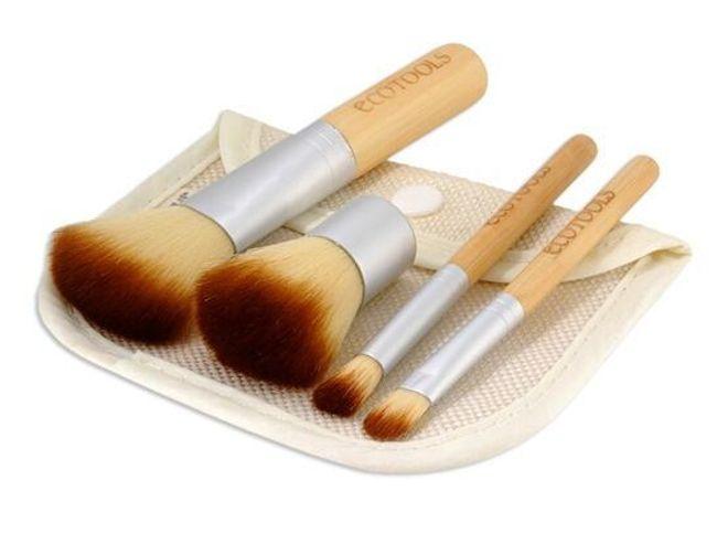 Komplet 4 bambusowych pędzli kosmetycznych z torebką 1