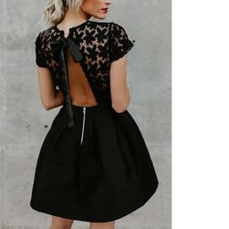 Dámské šaty s odhalenými zády v černé barvě - 4 velikosti