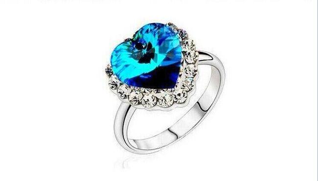 Pierścionek z sercem z wielkiego niebieskiego kamienia 1