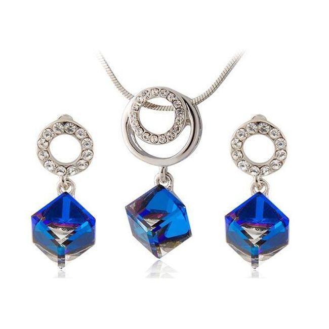Sada náhrdelníku a náušnic s kostičkami z modrého krystalu 1