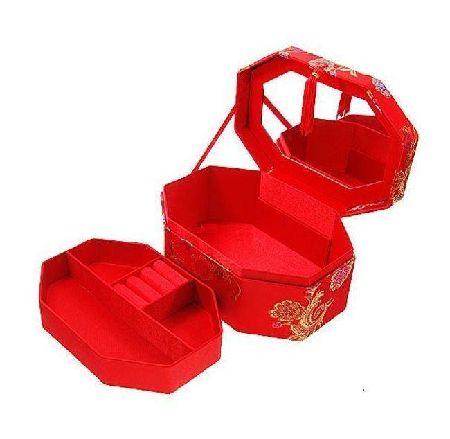 Červená šperkovnice s malým zrcadlem 1