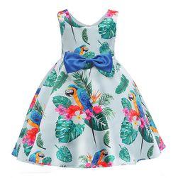 Dívčí šaty různých střihů a barev