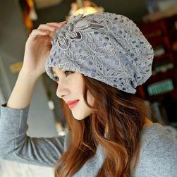 Dámská čepice s krajkovou vrstvou