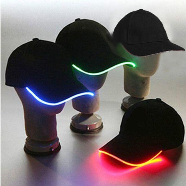 Светеща LED шапка с козирка - 3 цвята на светлината 1