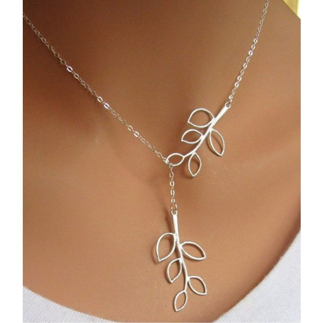 Subtilna ogrlica s cvetnimi listi 1