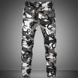 Muške pantalone u maskirnom stilu