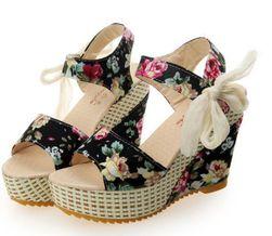 Letní sandály na klínku - různé varianty
